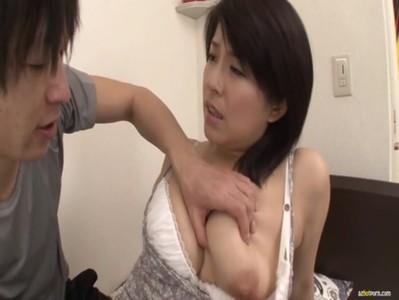 30代半ばの巨乳美熟女妻が義息にイカされちゃうひとずま動画