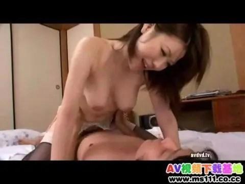 癒し系巨乳人妻が義息に迫り性欲解消でセックスしてるひとずまえすて