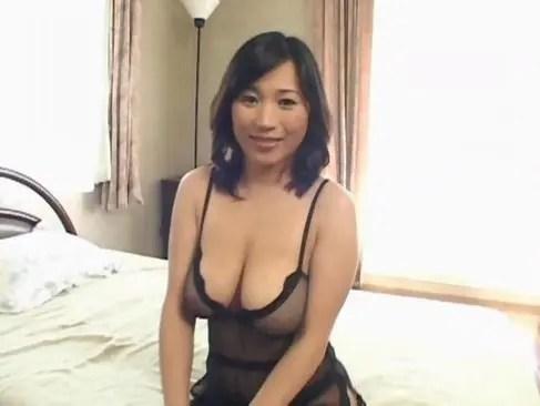 美巨乳なおばさん体型の四十路熟女妻の淫らなセックスがエッチなひとずまあだ