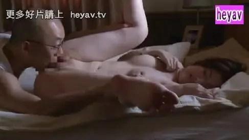 夫の上司が頻繁に遊びに来て美人妻が徐々に調教されていく寝取られ美人妻動画