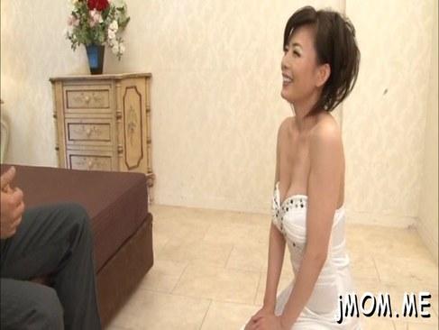 ソープ嬢に変身した三浦恵理子が極上エロご奉仕してるオバチャンノ-パン