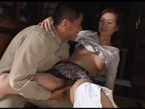 五十路貧乳熟女妻が義弟と不倫せつくす!求められると断れず快感に悶えるいけない関係動画