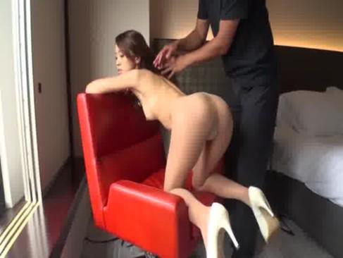 ダンスの講師をしてるモデル系素人美人妻が久しぶりのセックスで気持ち良すぎて潮噴きしてるひとずま動画