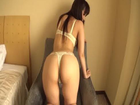 桃尻が素敵な素人美人妻が背面騎乗位で腰を振りまくりぷりぷりのお尻を弾ませてるひとずま動画