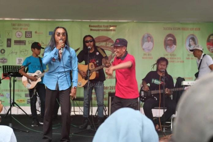 Komunitas Musik Jalanan Memeriahkan Event Thousand Cups Coffee 2018.