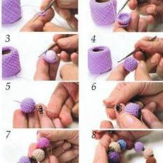 гривничка от ръчно изплетени топчета