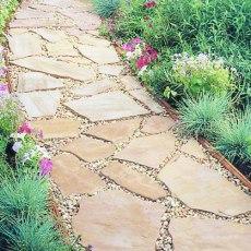 Пътека от каменни плочи