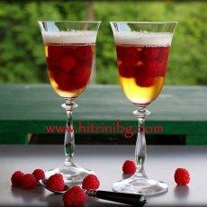 Желирани малини в пенливо вино