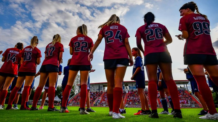 Razorbacks suffer first loss of season, falling in double overtime to OU
