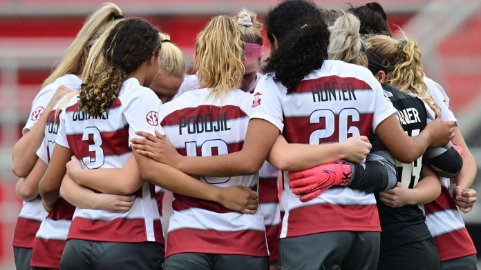 Arkansas gets more shots, but falls to Saint Louis, 3-1