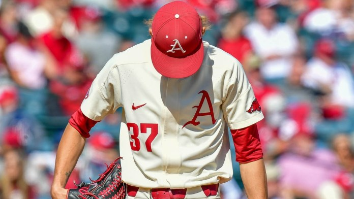 Hogs have to reach into bullpen too early again, falling to Aggies