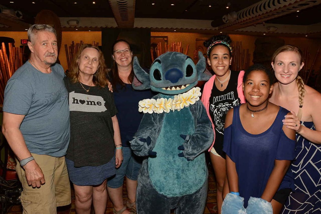'Ohana Restaurant at Disney's Polynesian Resort | Character dining with Lilo and Stitch