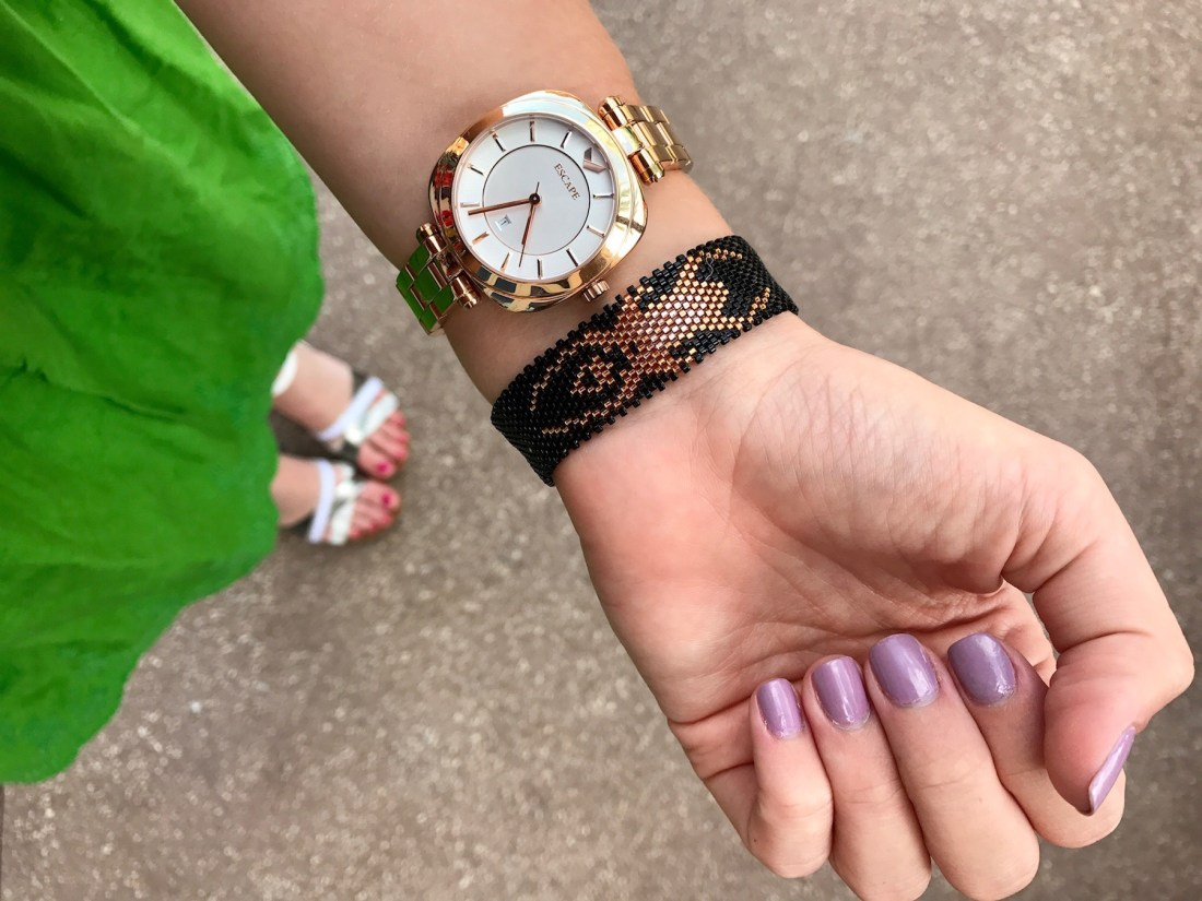 I'm sharing a few simple tips on how to find peace in your life and live with a little less stress every day. | Screaming Tuesday Bracelet from @kutulakiss