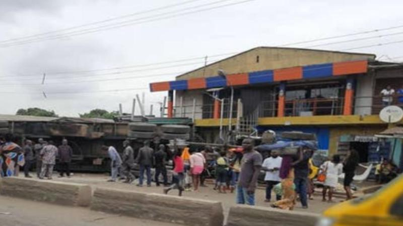 Truck crashes into shops in Lagos