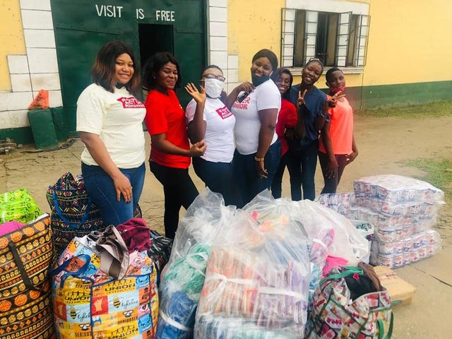 Lady, Friends visit PH prison, share Food, medical supplies to inmates