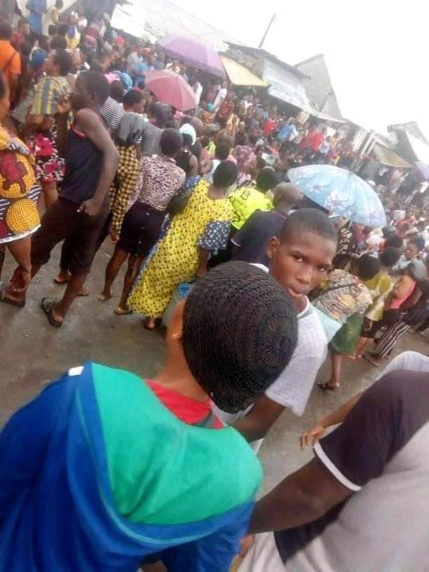 Traders nab kidnappers after attempt to abduct 9 children failed
