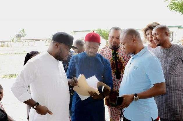 Hon Okechukwu Akara distributes cassava stem to Farmers in Oyigbo