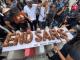 Protesters Bake Huge #EndSARS Cake At Lekki Toll Gate, Lagos