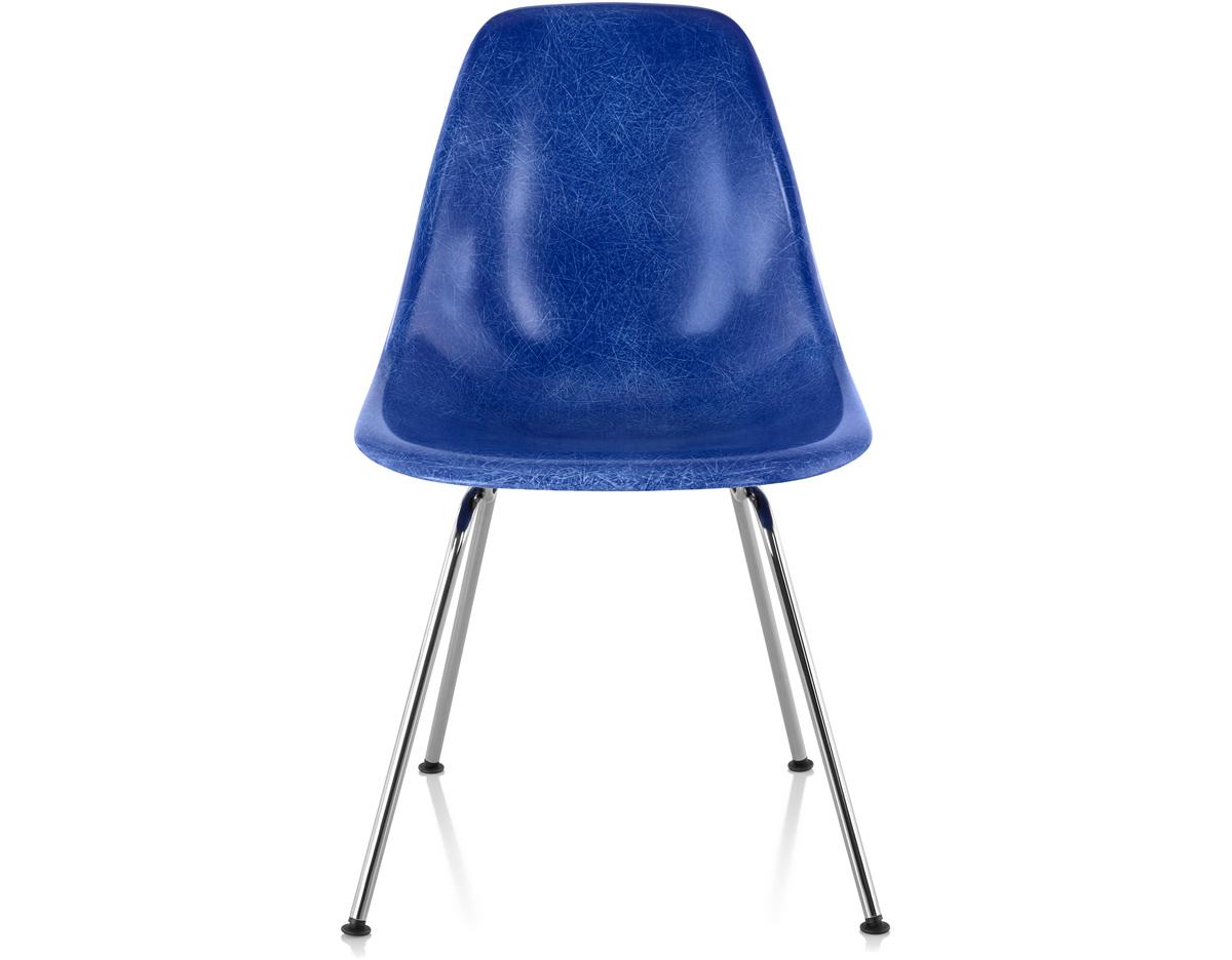Eames Molded Fiberglass Side Chair With 4 Leg Base
