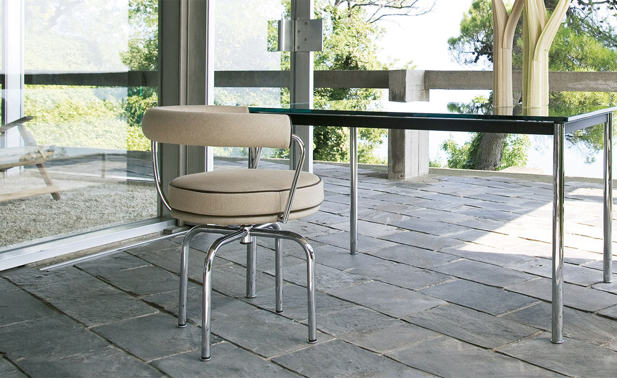 revolving lounge chair camping chairs with canopy le corbusier lc7 swivel - hivemodern.com