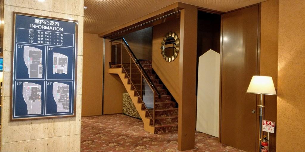 ホテルグランドパレス塩釜入って右手の階段