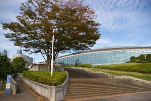 横浜国際プールは1998年に完成。同年開催の「かながわ・ゆめ国体」の会場としても利用された。2020年東京五輪の英国のキャンプ地としての利用が大きく報道され、注目が集まっている