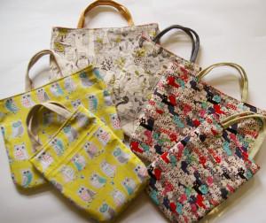 大バックは24×20cm、小バックは15×20cmサイズ。この3種類の柄は、大小同じものをご用意しています。自分が使いたい布を持参もOK!