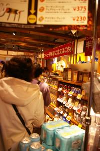 レジも既に長い列が。開店直後だったためか、入店制限も行われていました