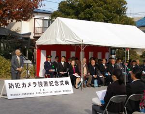 港北防犯協会会長の大谷宗弘さん(写真左)もカメラ設置支援に尽力