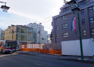 かつて歯科があった子母口綱島線沿いの場所に22戸のマンションが建てられる