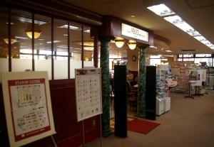 書店の2階フロア内にカフェがある
