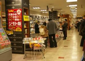 現在、地図やガイドブック、趣味の本などが置かれているエリアが新たな文具売り場となる