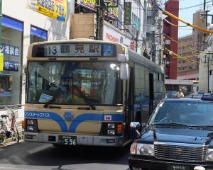 綱島駅と鶴見駅を結ぶ13系統は「ドル箱」路線の一つ