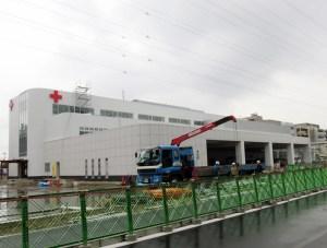 7月2日の開所へ向けて工事が進む大豆戸町(港北警察署となり)の日本赤十字社「神奈川県赤十字血液センター」