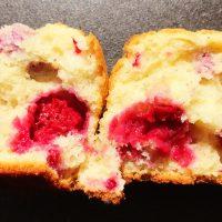 Luftige søde hindbærmuffins