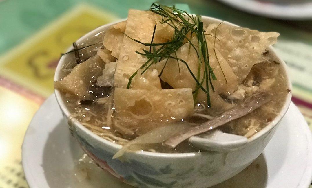 創業1895年!蛇王芬飯店の蛇スープと美味しいおかずでほのぼのランチ♪