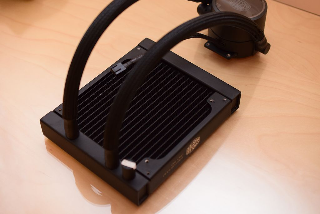 雙槽水冷 FlowOp 快速解熱 CM 酷碼 MasterLiquid Pro 140 一體式水冷