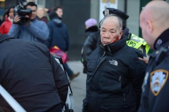 紐約華裔老伯衝紅燈 遭警察圍毆|即時新聞|大陸|on.cc東網