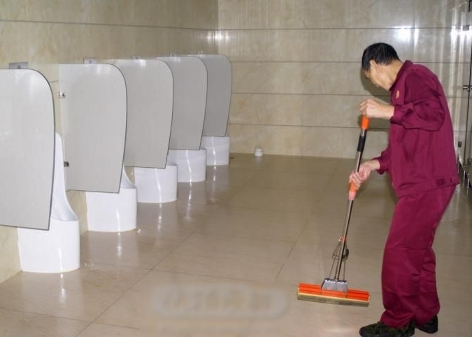 穗景區月薪7千請洗廁所 白領爭做 - 東網即時