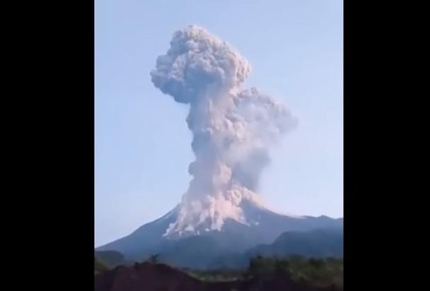 爪哇島默拉皮火山噴發 機場關閉|即時新聞|亞歐非|on.cc東網
