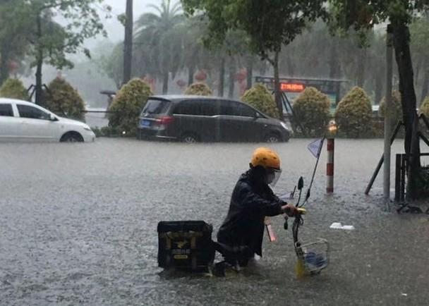 陽江市首發今年紅色暴雨預警 多地水浸嚴重|即時新聞|兩岸|on.cc東網