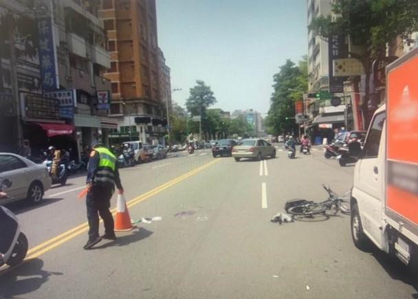 16歲少年踩單車遭撞倒 後車收掣不及慘輾斃|即時新聞|兩岸|on.cc東網