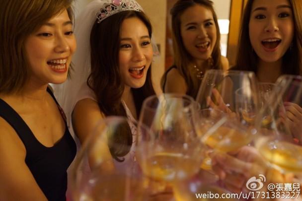 張嘉兒婚前派對 索爆姊妹團齊騷身材|即時新聞|東網巨星|on.cc東網