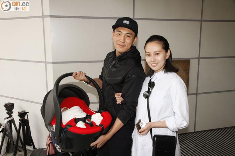 親接太太同囡囡出院 譚俊彥與老婆咀唔停 - 東網即時