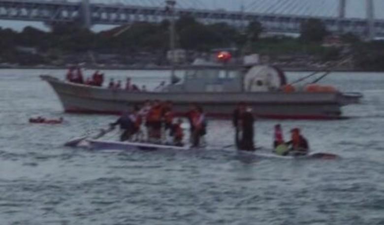 修學旅行觀光船沉沒 52師生險死船長被捕|即時新聞|國際|on.cc東網