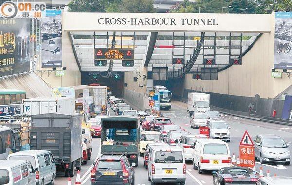 當局考慮設電子道路收費紓紅隧擠塞 - 東網即時