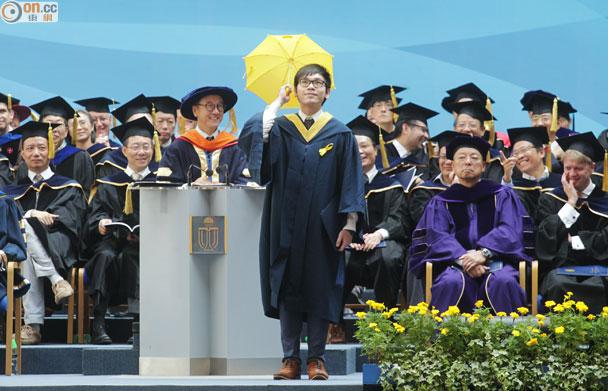 畢業禮現黃傘 校長指科大兼容並蓄|即時新聞|港澳|on.cc東網
