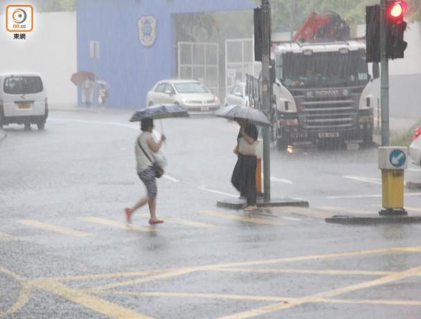 豪雨襲港9小時 天文臺下午取消黃雨警告 即時新聞 港澳 on.cc東網