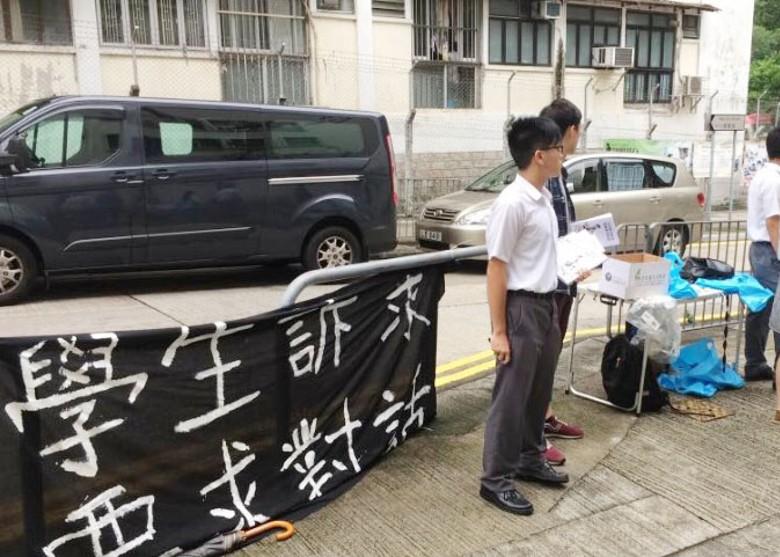 銘賢書院提早15分鐘返學 學生黑布抗議 - 東網即時