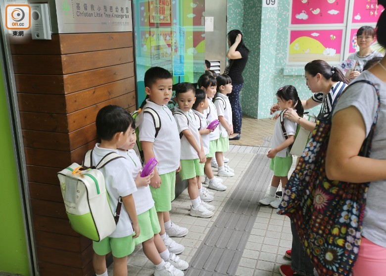 迷你倉火:四校復課 老師為殉職消防籌款 - 東網即時